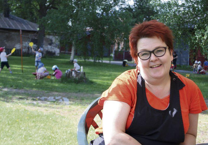 Marja Hämäläisen mielestä Kasarmipuisto on loistava paikka erilaisten kesätapahtumien järjestämiseen.