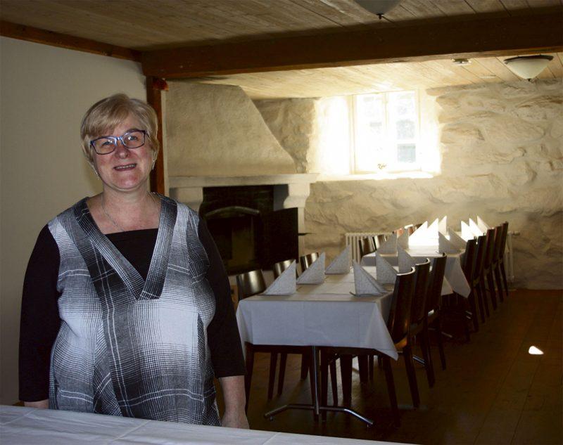 Liisa Rouhiainen toteaa Wanhan Rokkalantallin olevan sijainniltaan hyvä juhlapaikaksi. Yläkerrasta löytyy myös pieni parveke, joka on ollut morsianten suosiossa muun muassa kimpun heitossa.