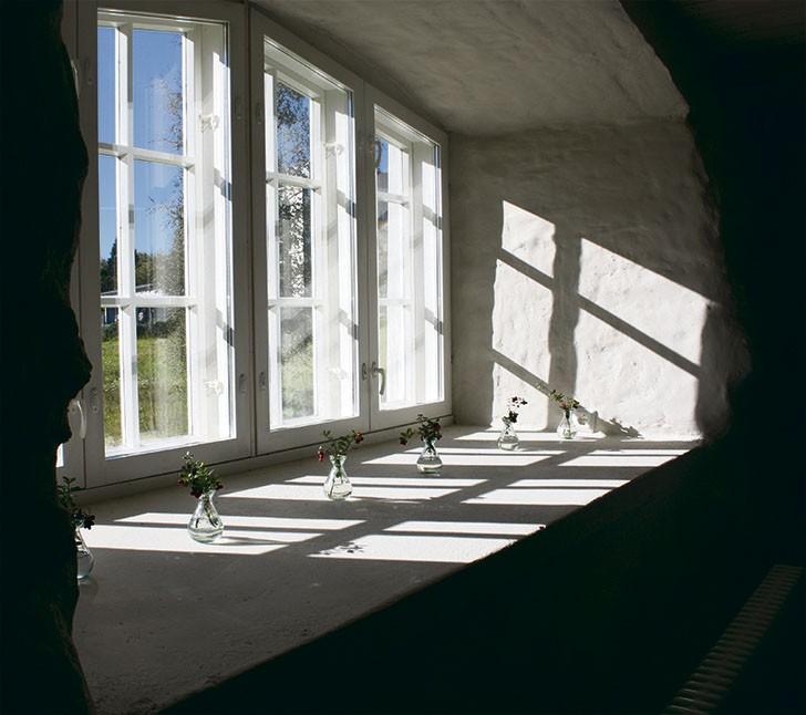 Ikkunat on jätetty remontin aikana entiselleen.