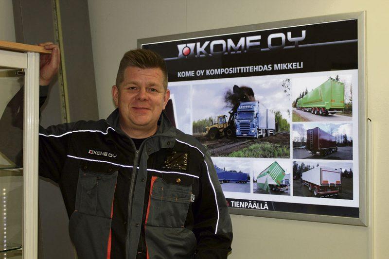Leiman sijasta komposiittia. Aiemmin katsastustoimipaikkana toimineen kiinteistön tiloissa vaikuttavan Kome Oy:n Mikkelin toimipiste on tuotantoesimies Jari Outisen ohjauksessa.
