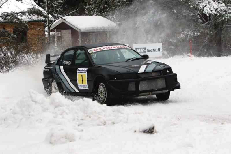 Tässä kuvassa vauhtia ottaa Mäntyharjun Moottorikerhon Jari Putkinen. Kuva: Marko Kyöstilä