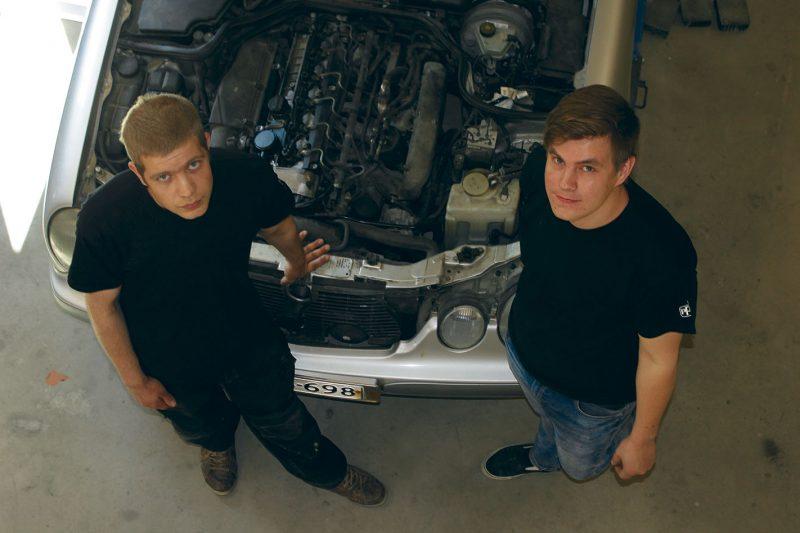 Antti Jylänki on autonasentaja ja Tommi Haimilahti automaalari. Kaksikko käynnisti yritystoiminnan viime helmikuussa ja töitä on riittänyt mukavasti.