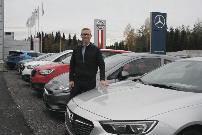 Kolmen merkin mies. Opelin mukana tuli myös merkin hyvin tunteva myyntipäällikkö Aleksi Musakka.