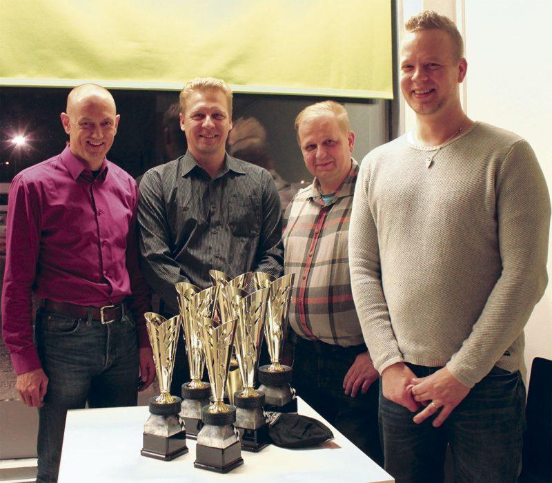 Kartturi Petteri Soini, kuljettaja Juha Paavilainen sekä MHJ Racing Teamin päämiehet Tom Tähtinen ja Jukka Kakriainen juhlivat pikkujoulujen merkeissä.