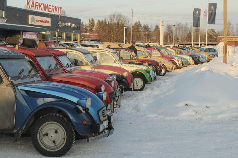 Raid 4 Artic Ducksin 31 autokuntaa kokoontuivat ensimmäisen kerran Mikkelin Citixillä ja Kärkimerkeillä.