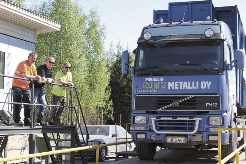 Mikkelin Romumetallin Hannu Vesanka, Jere Hytönen ja Mikael Pitkänen haluavat avata yrityksen toimintaa.