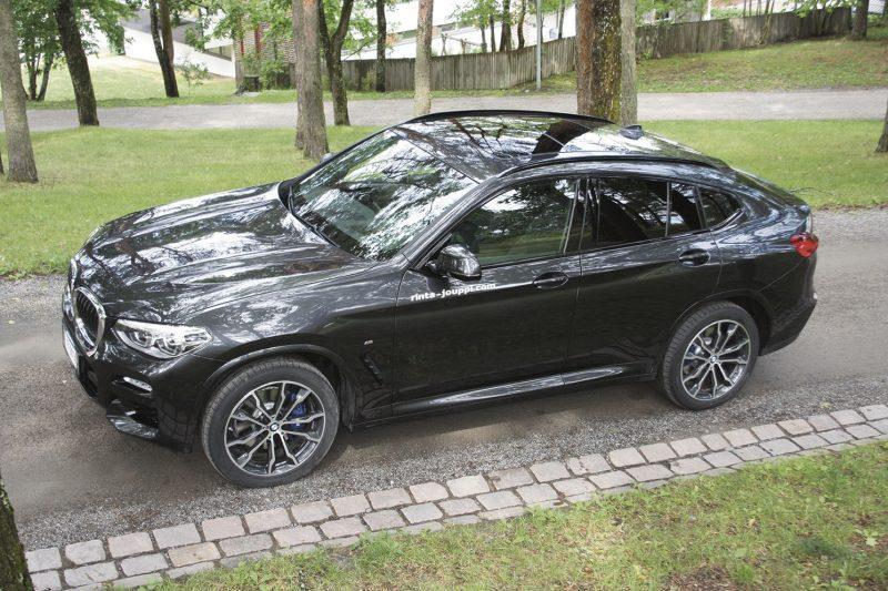 Valon ja varjon leikkiä. Uuden BMW X4:n muodot ovat urheilullisen maukkaat.