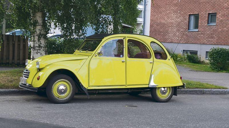 Keltainen Auto